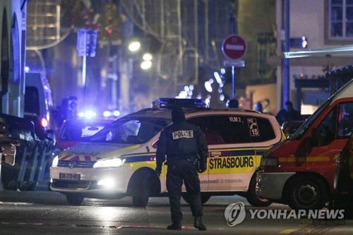 """佛 """"스트라스부르 총격 관련 5명 체포""""…용의자 총상 입고 도주"""