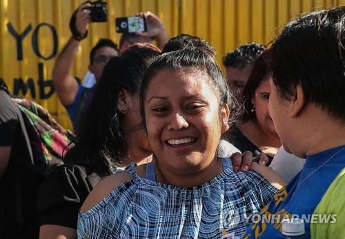 '고의 사산' 혐의로 30년형 엘살바도르 20대 여성 재심 결정