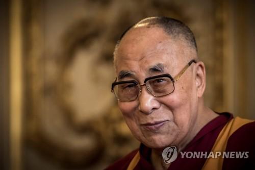 달라이 라마 인도서 환생할 수도…中 내세울 후계자는 가짜종합