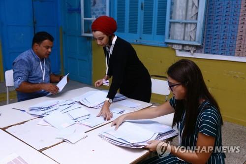 튀니지 두 번째 민주 대선 투표율 45%로 '뚝'…내일 결과 발표