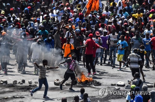 언론인 피살에 더욱 불붙은 아이티 反정부 시위