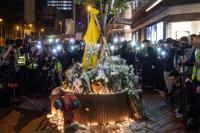 '시위 중 추락사한 마르코 렁을 기리며'…홍콩에서 추모 시위