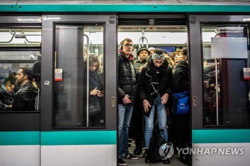 프랑스 파리 지하철파업 중단…대중교통 정상화 전망