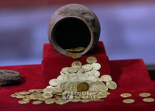 이집트 카이로박물관 전시된 고대 주화 [EPA=연합뉴스 자료사진]