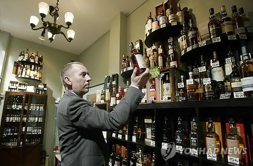 스코틀랜드 주류 최저가격제 통했나…알코올 소비 줄었다