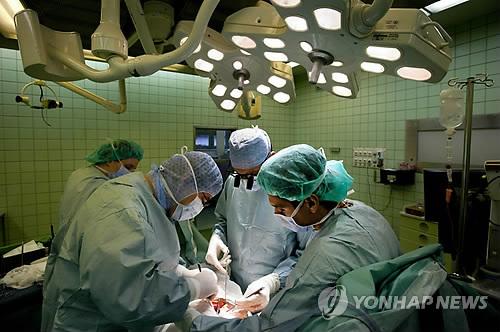 장기 이식 수술 [EPA=연합뉴스]