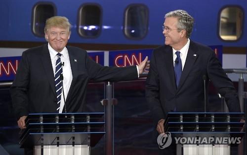 2015년 9월 공화당 대선후보 TV토론 당시의 도널드 트럼프(왼쪽)와 젭 부시