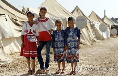 터키 남부 샨르우르파에 있는 난민캠프의 시리아 소녀들