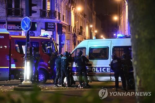 2015년 11월 파리 연쇄테러 당시 출동한 경찰들