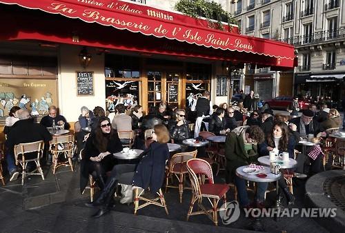 프랑스 카페의 테라스난방, 온실가스 주범 지목…규제 움직임