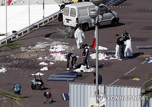 처참한 니스 테러 현장 [연합뉴스 자료사진]