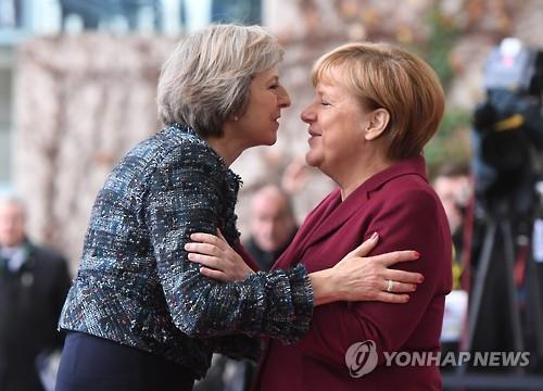테리사 메이 영국 총리(좌)와 앙겔라 메르켈 독일 총리(우)