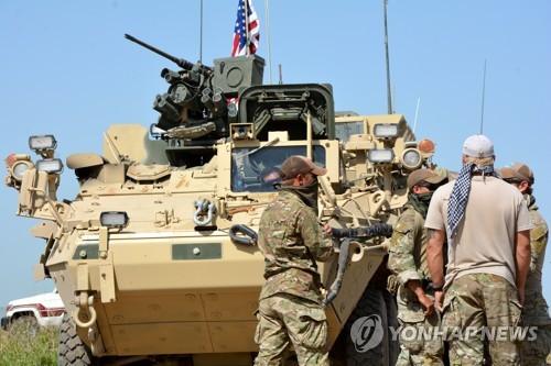 시리아 북부 국경지대에 배치된 미군 차량