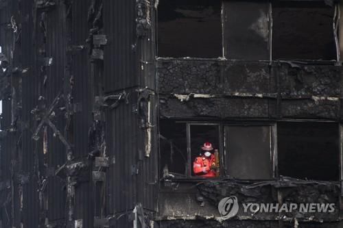 런던 그렌펠 타워 화재 당시의 모습 [EPA=연합뉴스]