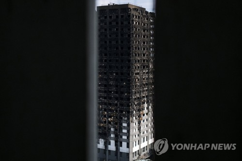 런던 아파트 화재 피해현장