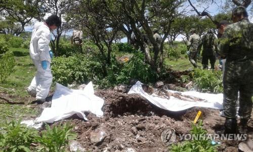 멕시코서 집단 암매장지 3곳 발견…최소 시신 29구 수습