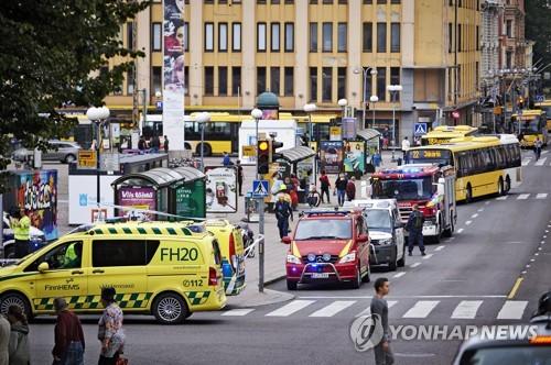 'IS 추종 흉기테러' 1주년…핀란드서 극우·反극우 '맞짱시위'