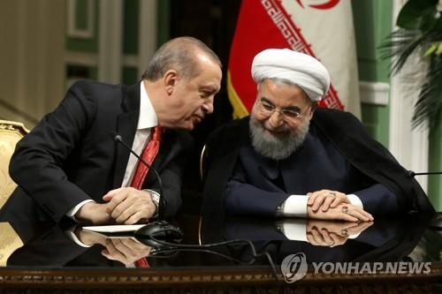 에르도안 터키 대통령(왼쪽)과 회담하는 하산 로하니 이란 대통령