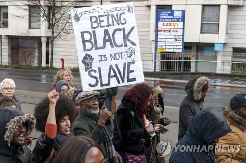 제네바서 열린 리비아 노예경매 반대 시위