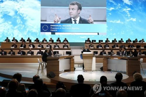 파리 기후협정 체결 2주년 기념 '원 플래닛 서밋' 참석한 마크롱