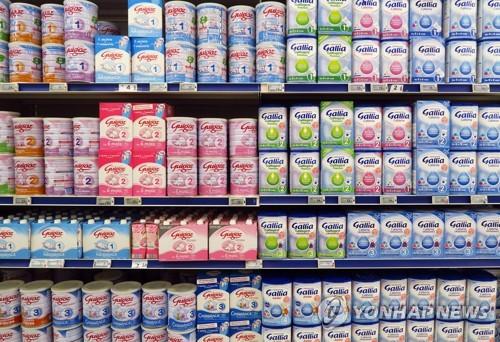 살모넬라균 오염 의혹으로 리콜된 락탈리 사의 분유 제품들 [EPA=연합뉴스]
