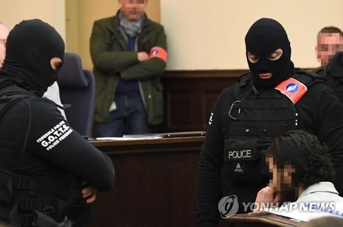 벨기에 법정서 재판받는 파리총격테러 유일 생존 용의자[EPA=연합뉴스 자료사진]