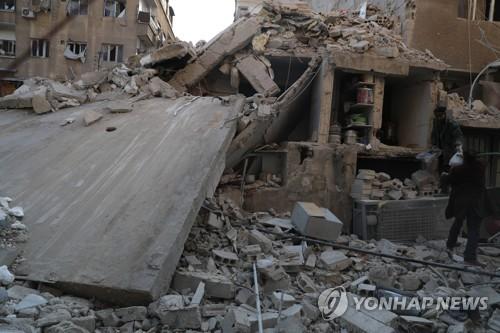 시리아 정부군 공습으로 민간인 65명 이상 사망 [EPA=연합뉴스]