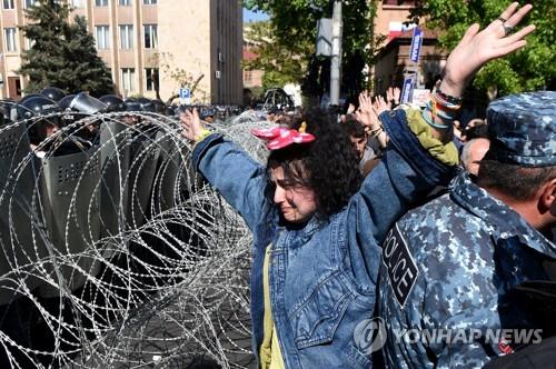 아르메니아 수도서 전대통령 권력 연장 반대 시위