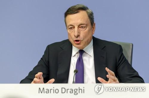통화정책회의 마치고 기자회견하는 드라기 ECB 총재 [EPA=연합뉴스]