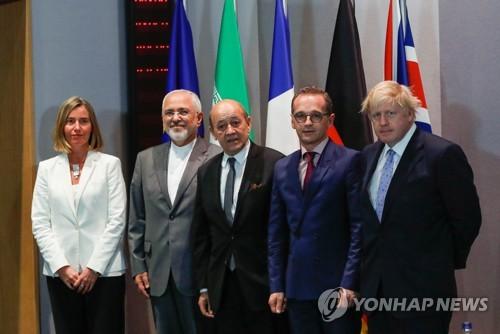 한 자리 모인 EU+3국 외교장관과 이란 외교장관 [EPA=연합뉴스]