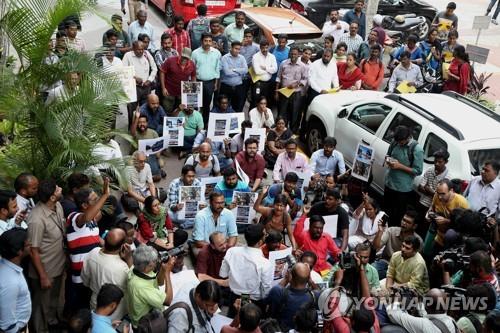 인도서 경찰 발포로 시위 참가자 13명 사망…책임 논란