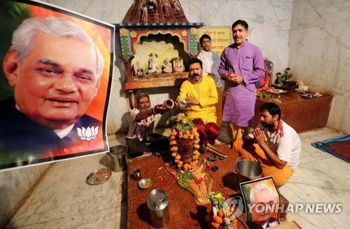 3차례 총리·경제성장 이끈 바지파이 전 인도 총리 별세(종합2보)