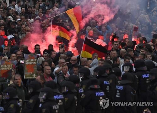 독일 동부 켐니츠서 극우주의자들 시위 [EPA=연합뉴스]