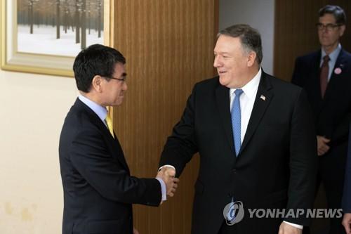 """폼페이오와 통화한 日고노 """"北비핵화 연대…방향성 맞아"""""""