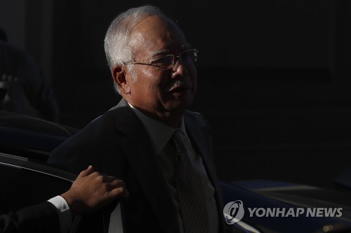 '비자금 의혹' 말레이 전 총리, 감사결과 조작 혐의로 체포