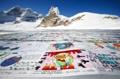 스위스 알레치 빙하에 등장한 '세계 최대 엽서'