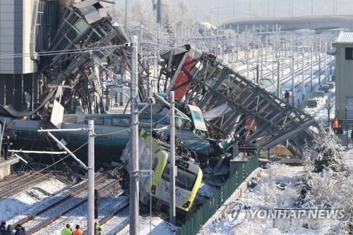 터키 수도서 고속열차 충돌·탈선사고로 9명 사망·40여명 부상(종합)