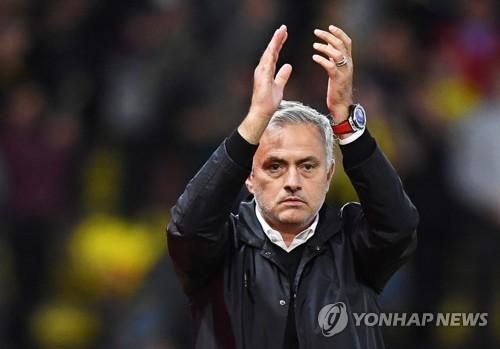 """""""실패로 돈 버는 모리뉴 감독""""…위약금으로만 902억원 수입(종합)"""