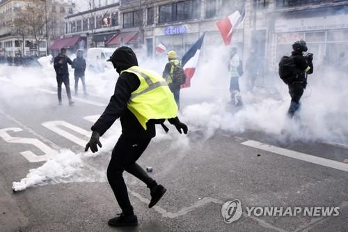 佛 정부 강경대응 방침 속 '노란 조끼' 19차 집회…참가자 급감