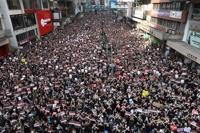 홍콩 시민들 '송환법 보류 아닌 철폐' 요구 '검은 대행진'