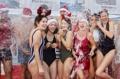 '차가운 겨울 호수에 풍덩'…스위스 크리스마스 맞이 수영 행사