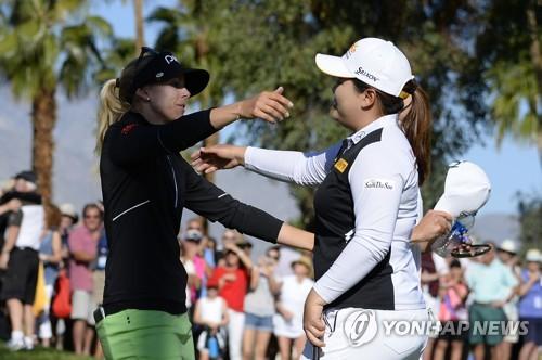 린드베리(왼쪽)와 박인비. [AFP=연합뉴스]