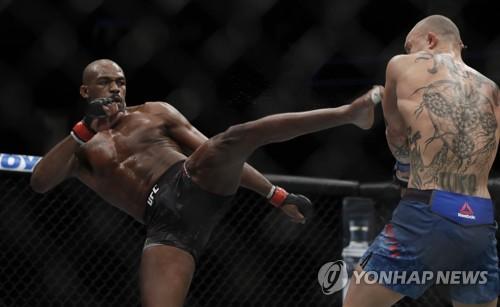 UFC 존 존스, 감옥행 모면…1년간 보호 감찰에 전자발찌 착용