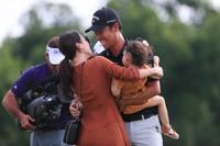 케빈 나, 만삭의 아내 앞에서 PGA투어 정상…통산 3승