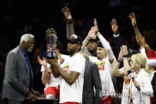 왕조 무너뜨린 '포커페이스'…레너드, NBA 챔프전 MVP(종합)