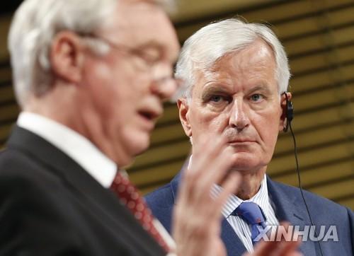 3차 브렉시트 협상에 나선 EU 수석대표와 영국 수석대표