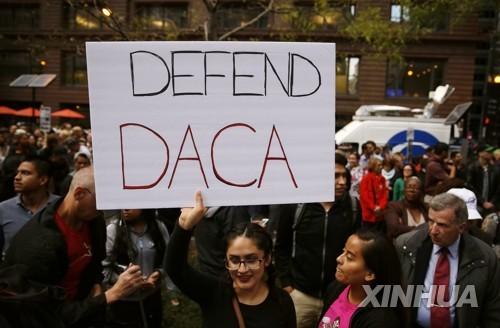 美 시카고의 'DACA 폐기' 반대 시위 참석자들