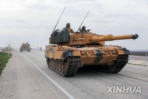 시리아 쿠르드 도시 아프린으로 진격하는 터키군 탱크