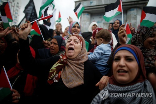 항의 시위하는 팔레스타인 여성들