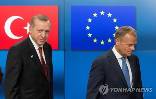 에르도안 터키 대통령(왼쪽)과 투스크 EU정상회의 의장